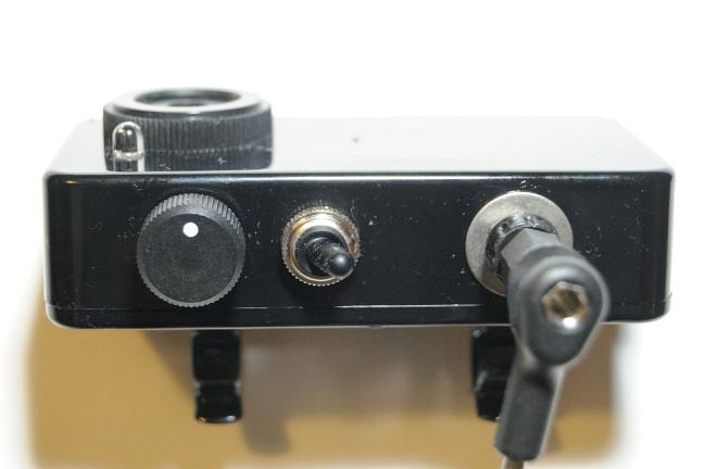 Alarm-Box: Seperate Schlater für Lautstärke und Ein/Aus sowie die Möglichkeit den Arm abzunehmen (Steckverbindung)