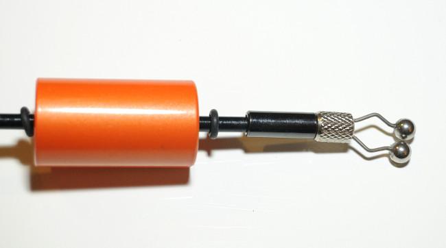 Der Schnurclip lässt sich in der Stärke verstellen und ggf. auch austauschen (Gewinde). Der Bobbin fungiert als verschiebbares Gewicht, ist hierfür jedoch zu leicht.