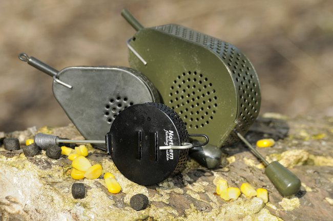 Baitdropper gibt es in unterschiedlichen Größen und Formen, aus Metall (wie hier zu sehen), aber auch aus Plastik. (Fotos: W. Kalweit)