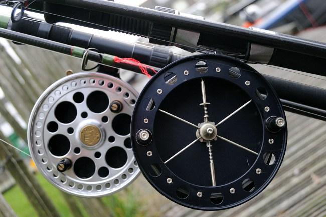 Große Centrepins passen am besten zur schweren Angelei auf Raubfische. Zu sehen: Kingpin Regal und Fred Crouch Centrepin.
